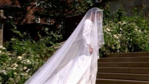 Royal Wedding: First Live Look at Meghan Markle's Dress