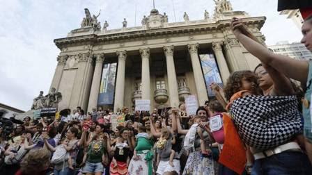 O Centro do Rio foi palco para manifestações contra o projeto de lei 5069, de autoria do deputado Eduardo Cunha (PMDB).