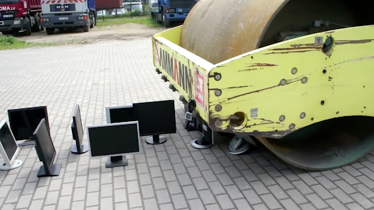 Watch 17 LCD monitors lose in a humiliating fight against steamroller