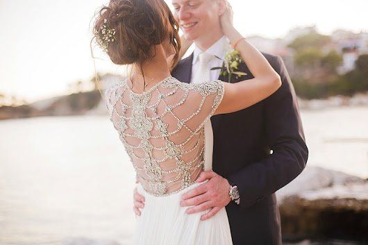 A Catherine Deane Gown For An Elegant And Traditional Wedding In Greece