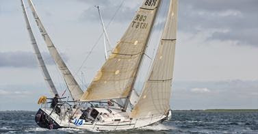 J/105 sailing RORC offshore series