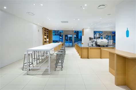 Blue Bottle Coffee Shinjuku Cafe / Schemata Architects