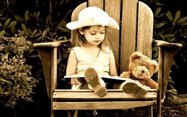 nina-leyendo-un-cuento-1920x1200_3741