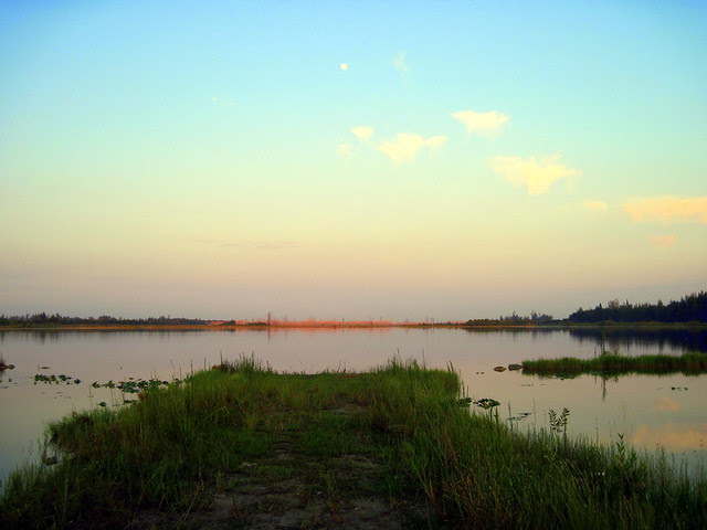 Dawn moon over Harbour Lakes Impoundment 20110914
