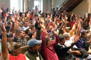 Reunidos no plenário do TRT-PR, trabalhadores aprovaram proposta do MPT chancelada pelo Juízo (Foto: Divulgação TRT)