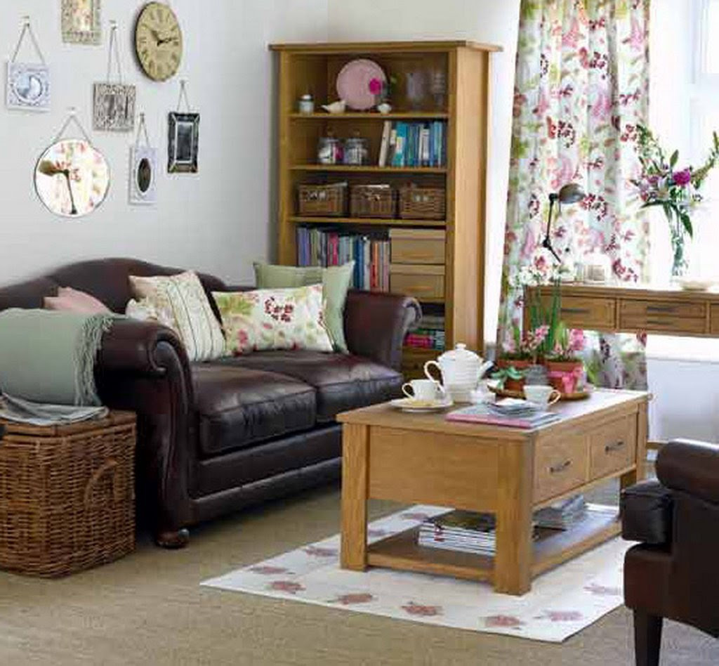 Decorating a small living room in the house to give it a ...