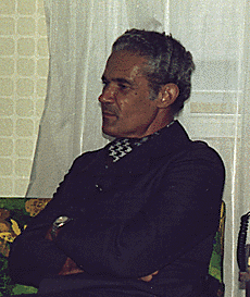 http://upload.wikimedia.org/wikipedia/commons/b/b8/Michael_Manley_1977_cropped.png