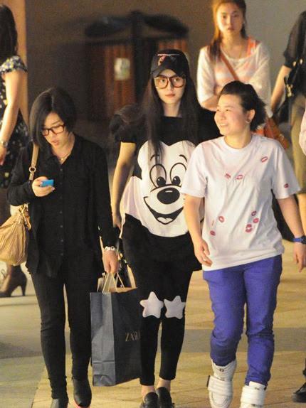 """Phạm Băng Băng được xem là một trong những ngôi sao thời trang nhất làng giải trí Hoa ngữ. Kiểu tóc, phong cách trang điểm và lựa chọn trang phục của cô đã được nhiều ngôi sao của châu Á """"học"""