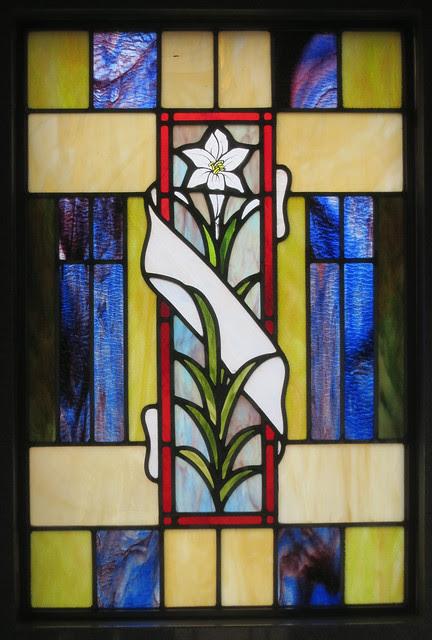 IMG_1395-2014-03-01-Westview-Cemetery-Daniel-Mausoleum-stool-and-figure-inside-Atlanta