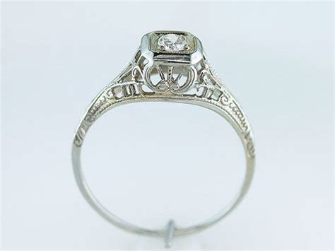 Vintage Antique Diamond 18K White Gold Art Deco Solitaire