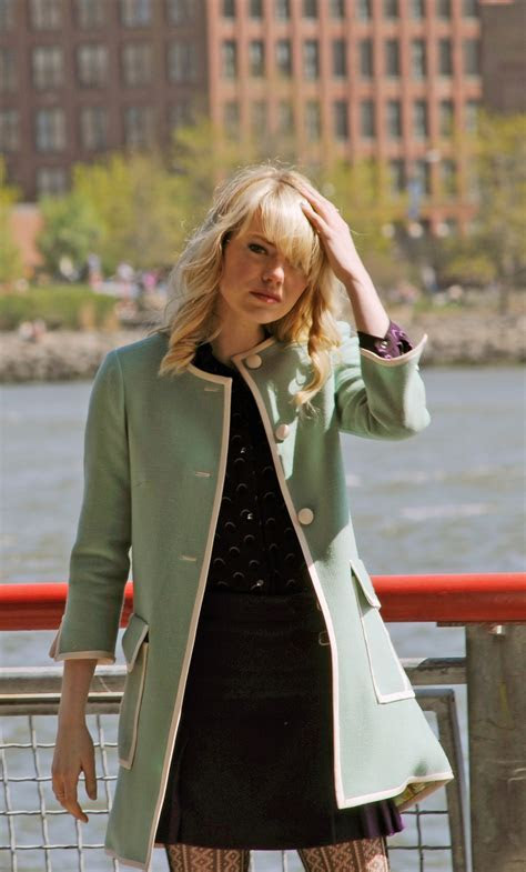 New Photos Show Emma Stone In Gwen Stacy's Infamous Green Coat