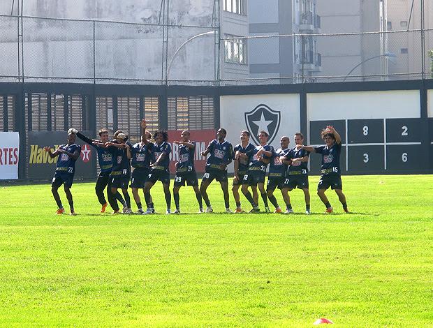 jogadores botafogo treino comemoração (Foto: Thiago Fernandes / Globoesporte.com)