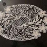 dantel anglez ile yapılmış çiçek motifli çeyizlik örtü