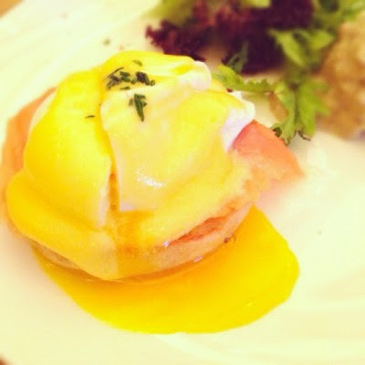Seriously the yolk wasn't really oozing. My friend even had her yolk cooked. 😞 (Taken with Instagram)