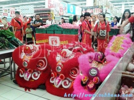 photo 06 Chinese New Year Lion Dance Performance At Tesco Taiping 2015_zps6zzaisc0.jpg