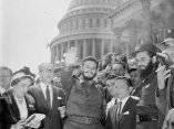 16 de abril. Fidel Castro a la salida del Capitolio de Washington. Foto: Revolución.