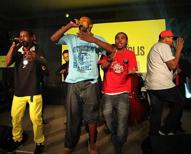Rappers também se apresentam no palco da festa (Foto: Fabiano Battaglin/Gshow)