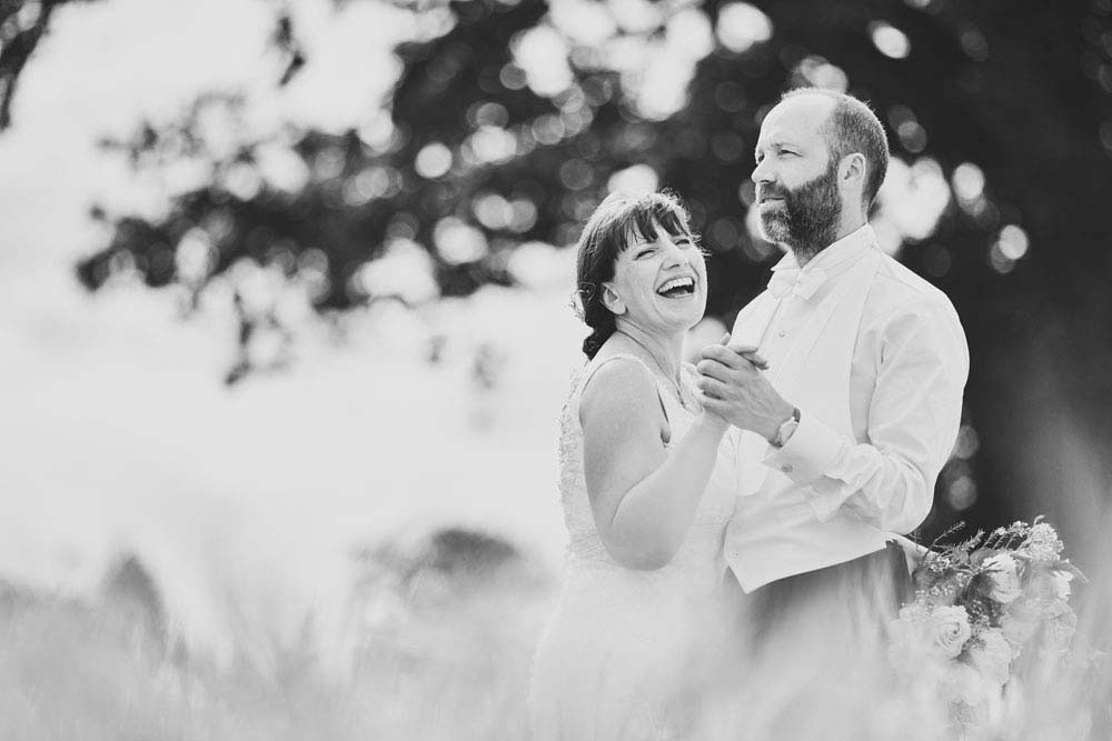 black and white fun wedding photo - www.helloromance.co.uk
