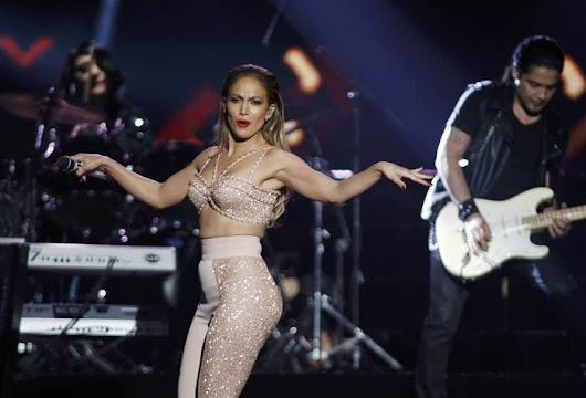 Jennifer Lopez Pays Touching Tribute to Selena (VIDEO) - The1stClassLifestyle.com