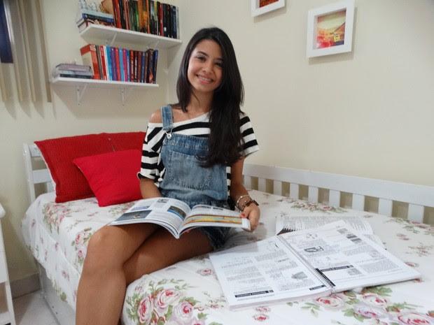Karollina estudou durante dois anos para conseguir aprovação em medicina (Foto: Joalline Nascimento/G1)