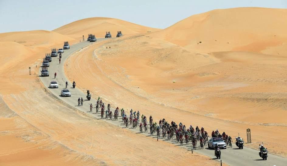 Carrera ciclista en el desierto