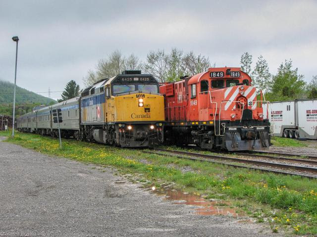 VIA 6425 and NBEC 1819 at Nouvelle