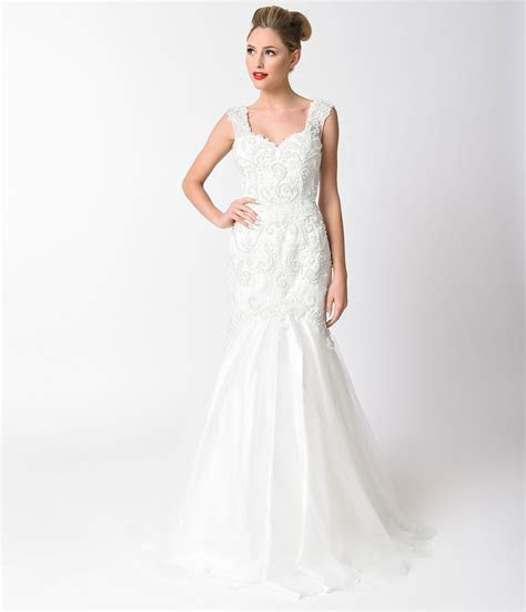 1940s Style Wedding Dresses, Shoes, Accessories