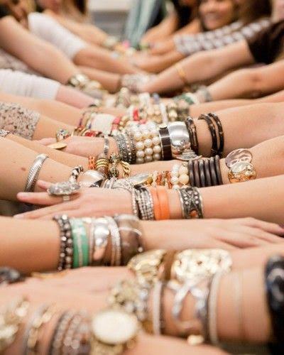 Layered Bracelets  For more:  http://pinterest.com/sarahjua/accesorios-accesories/