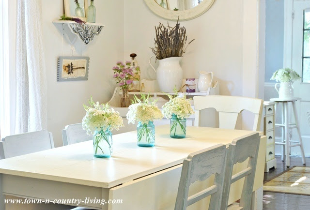 Summer Country Farmhouse Dining Room via Town and Country Living