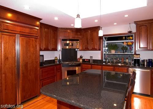 Cozinha moderna remodelada recentemente