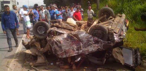 Pelo menos um homem morreu no acidente  / Foto: Fábio Monteiro/JC Online