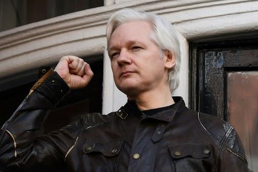 Ecuador's new president Lenin Moreno warned Julian Assange Thursday not to interfere in the politics...