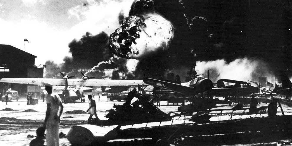 http://static1.businessinsider.com/image/52a24c926da811bb6ea704ce-1190-625/unforgettable-photos-from-the-japanese-attack-on-pearl-harbor-76-years-ago-today.jpg