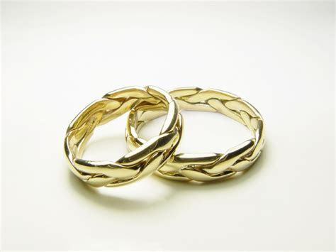 Romantic Story: Design Your Own Wedding Ring   Weddings