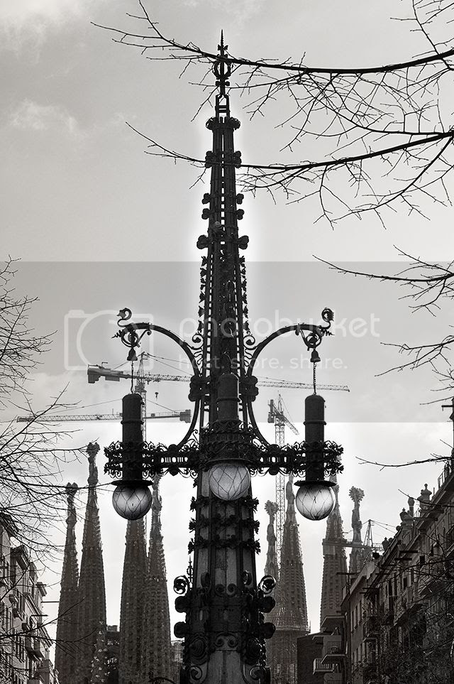 Lamp Post by Pere Falques, Avinguda Gaudi, Barcelona [enlarge]