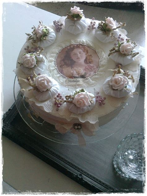 Cake with vintage decorations. This would be so nice for