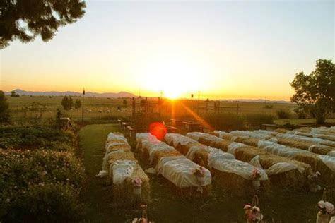 Farm wedding ideas: Tables setup   Articles   Easy Weddings