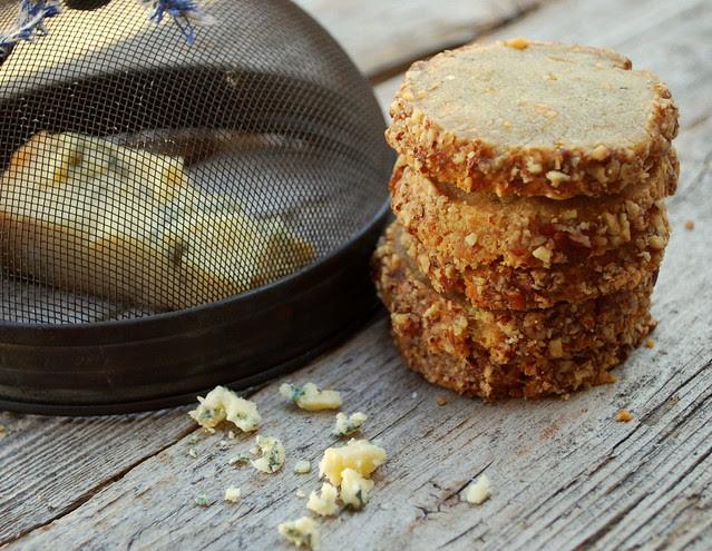 Blue Stilton and Pecan crackers 4