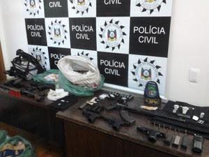 Polícia apreendeu armas utilizadas nos ataques em Sarandi e Constantina (Foto: Fábio Lehmen/RBS TV)