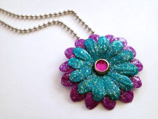 This sparkly flower necklace is a great craft for tweens! What is your tween's favorite craft?
