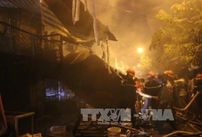 Hình ảnh Hỏa hoạn thiêu rụi 4 căn nhà ở Cà Mau số 1