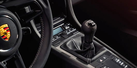 Here's How Manual and Automatic Transmissions Really Work