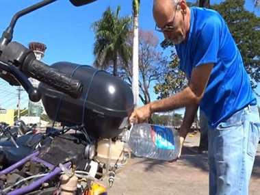 बाइक जो चलती है पानी से, 1 लीटर में 500 किमी.