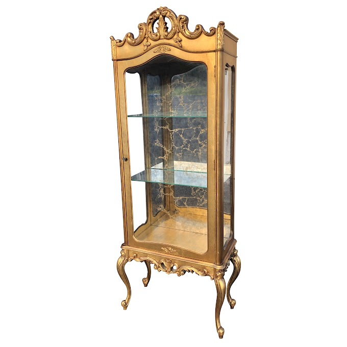 Glass Curio Cabinet Antique / Antique Carved Oak Corner China Curio Cabinet Curved Beveled Glass Ebay / Typically by the board on display collections in respect to figurines and collectibles, these glass cabinets are perfect for hallways or stores.
