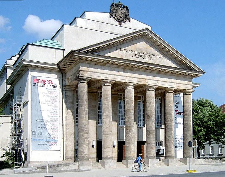 File:Lippisches Landestheater Detmold.JPG