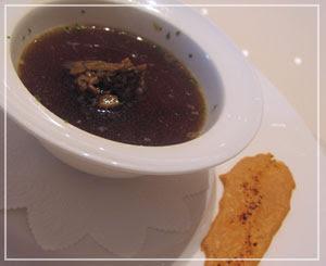 「LES ROSIERS EGUZKILORE」にて、スペシャリテのフォアグラの前菜