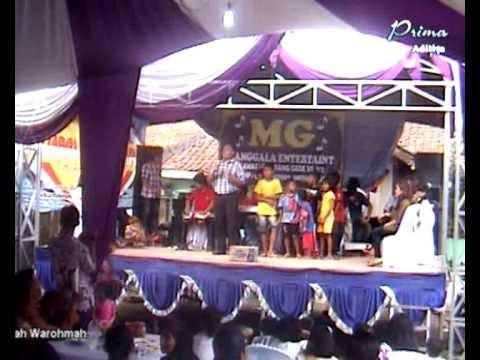 Berbagi Rezeki dengan Anak Yatim, Walau di Atas Panggung Hiburan