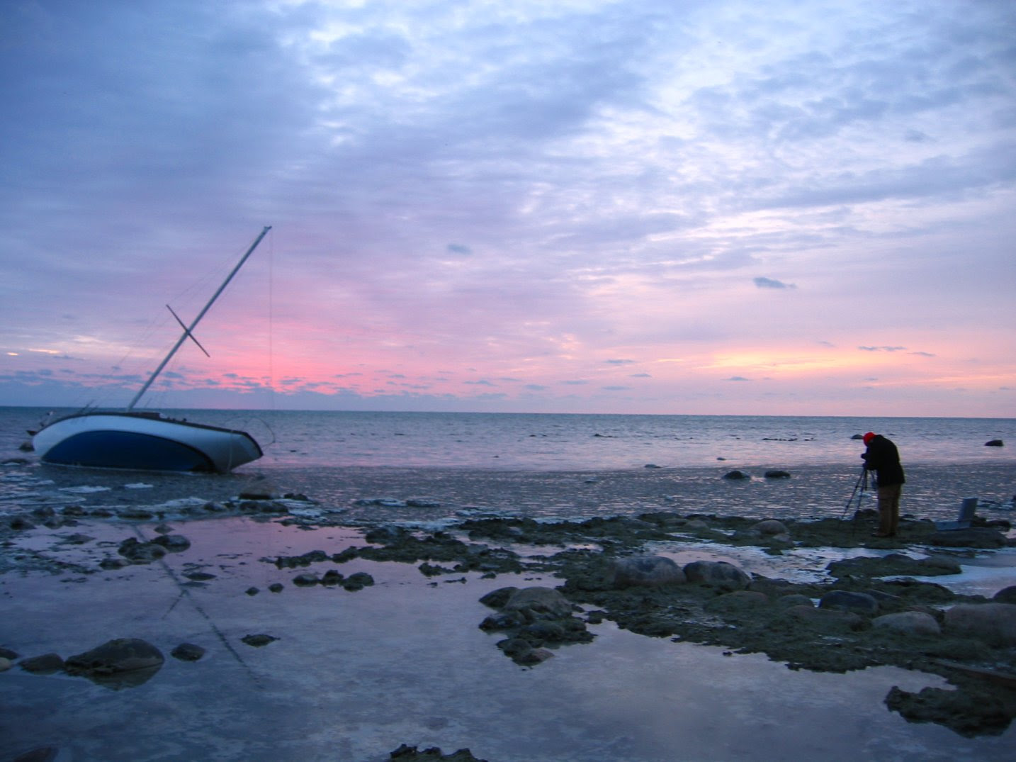 Photagrpaher taking picture of grounded Milwaukee sailboat at sunrise - 12-01-2007 - soul-amp.com