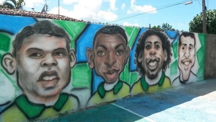Vizinhos compraram as tintas e Wellington fez as pinturas (Foto: Camila Torres/Inter TV Cabugi)