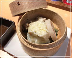 湯葉豆腐焼売ですって。ふわふわで上品な味わい。